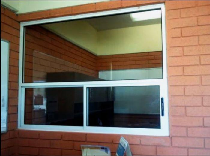 Ventanas de vidrio y aluminio en guadalajara aluminio y for Ventanales de aluminio zona sur